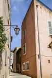 Исторический старый городок St Tropez, популярный курорт на Средиземном море, Провансали, Франции стоковое изображение rf