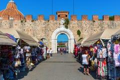 Исторический строб города Пизы, Тосканы, Италии Стоковые Изображения