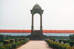 Исторический строб Дели Индии - военный мемориал на дороге Нью-Дели Rajpath стоковая фотография