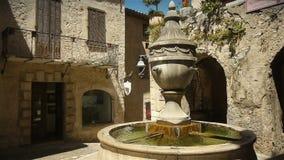 Исторический фонтан на St Paul de Vence, южной Франции сток-видео