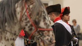 Исторический reenactment приветствия полка Cravat, предохранителя почетности в Загребе акции видеоматериалы