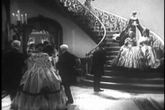 Исторический reenactment людей приезжая на высшее общество party в 1840s видеоматериал