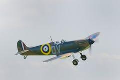 Исторический Spitfire в полете Стоковое фото RF