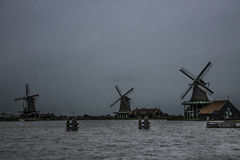 3 исторических ветрянки на пасмурный день Стоковые Изображения RF