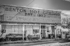Историческое город-привидение Benton в сьерра-неваде - BENTON, США - 29-ОЕ МАРТА 2019 стоковое фото rf