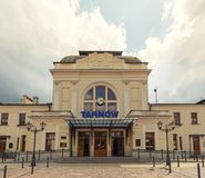 Историческое здание железнодорожного вокзала в Tarnów Июнь 2019 стоковое изображение rf