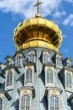 Историческое здание и оно элементы ` s, Zelenograd, Россия Религиозная архитектура России стоковое фото rf