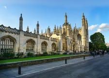 Историческое здание в Кембридже, Великобритании от фронта на солнечном дне Стоковое Фото