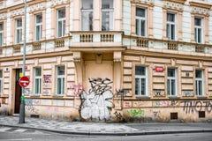 Историческое здание при стены покрашенные в граффити Стоковое Изображение RF