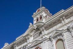 Историческое здание суда на главной улице Бриджпорте стоковые фото