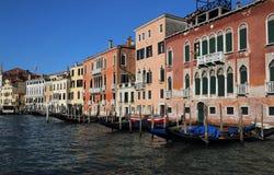 Историческое Palazzos в Венеции, Италии стоковые изображения