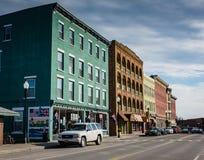 Историческое Rowhouses, магазины и настенная роспись в городском Plattsburgh Стоковые Изображения RF