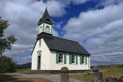 Историческое Thingvallakirkja на Thingvellir, национальном парке Thingvellir, западной Исландии стоковые изображения rf