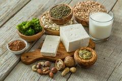 Источники протеина vegan выбора на деревянной предпосылке Стоковое Фото