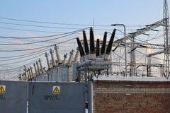 Источник питания объекта высоковольтного оборудования трансформатора станции электричества стратегический стоковое изображение
