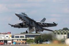 Истребительные авиации супер шершня Боинга F/A-18F военно-морского флота Соединенных Штатов multirole стоковое фото rf