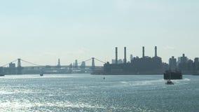 Ист-Ривер и городское Манхаттан сток-видео