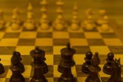 Исходная позиция шахматной доски от черного взгляда со стороны стоковая фотография rf