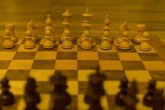 Исходная позиция шахматной доски от черного взгляда со стороны стоковое фото rf