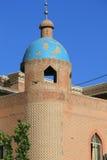Исламская мечеть в высоком жилом районе платформы в старом городке Кашгара, Синьцзян, Китая Стоковая Фотография RF