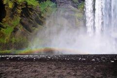 Исландский водопад Skogafoss, часть его с радугой Стоковая Фотография