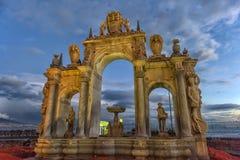 Италия, Неаполь, фонтан 02,01,2018 гигантов на набережной в Na Стоковые Изображения RF