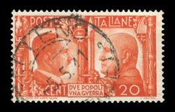 ИТАЛИЯ - 5-ое мая 1941: Итальянская историческая печать: Немецк-итальянское братство в оружиях, портретах Гитлер и Mussolini с си стоковое фото rf