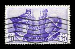 ИТАЛИЯ - ОКОЛО 1941: Итальянская историческая печать: Немецк-итальянское братство в оружии, портреты Гитлер и Mussolini с проданн стоковое фото rf
