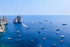 Италия Остров Капри Горная порода Faraglioni Стоковая Фотография RF