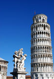 Италия полагаясь башня pisa Стоковое Изображение RF