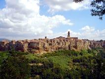 Италия, Тоскана, Гроссето, Maremma, взгляд городка Pitigliano, вызвала страну туфа стоковое изображение rf