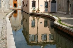 Италия, Comacchio, взгляд центра деревни стоковая фотография rf