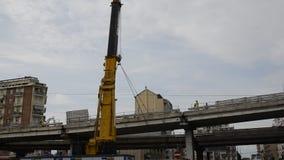 Италия piedmont turin 21-ое мая 2018 Подрывание моста Corso Гроссето сток-видео