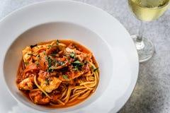Итальянка marinara спагетти морепродуктов с clams и Стоковые Изображения