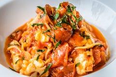 Итальянка marinara спагетти морепродуктов с clams и Стоковое фото RF