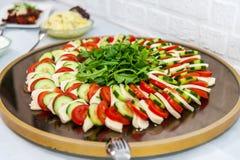 Итальянская еда стартера на деревянной плите стоковое фото