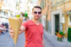 Итальянская еда улицы зажарила рыб, креветок, calamari и овощей морепродуктов стоковое фото rf