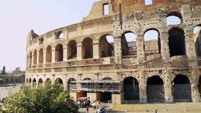 Итальянская привлекательность Colosseum в Риме Старый Колизей амфитеатра в столице Италии Один из большинств популярного туриста сток-видео