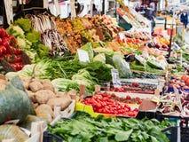 Итальянская традиционная зеленая бакалея в Венеции стоковое изображение rf