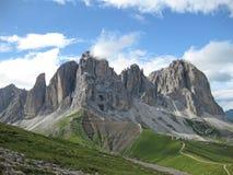 Итальянские доломиты в южном Тироле на солнечный день стоковые фото