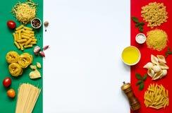 Итальянские ингридиенты макаронных изделия Стоковые Изображения