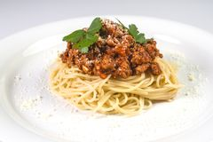Итальянские макаронные изделия спагетти с говядиной и томатным соусом bolognese Стоковые Фотографии RF