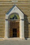 Итальянский вход церков стоковое изображение
