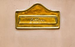 Итальянский золотой почтовый ящик стены Стоковая Фотография