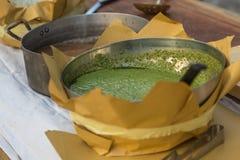 Итальянский соус песто внутри металлического шара с ложкой Стоковая Фотография RF