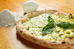 Итальянский экстренныйый выпуск пиццы Стоковые Изображения RF