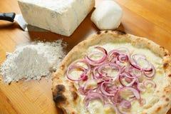 Итальянский экстренныйый выпуск пиццы Стоковое фото RF