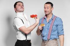 Итальянский Gangsta и австрийский человек представляя со смешными сторонами стоковая фотография rf