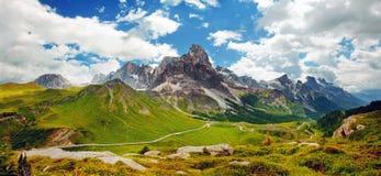Итальянское Dolomiti - славный панорамный взгляд Стоковое фото RF