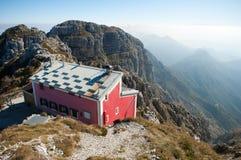 итальянское rifugio горы стоковые фотографии rf